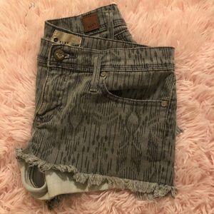 Gray roxy shorts Sz 3 (26)